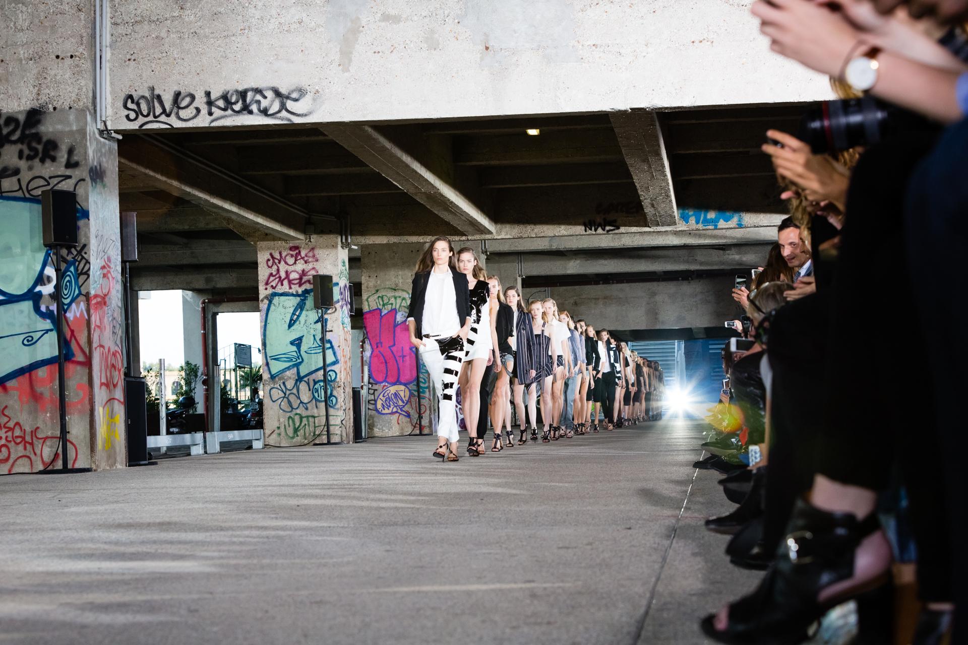42-vaccarello-ss15-catwalk